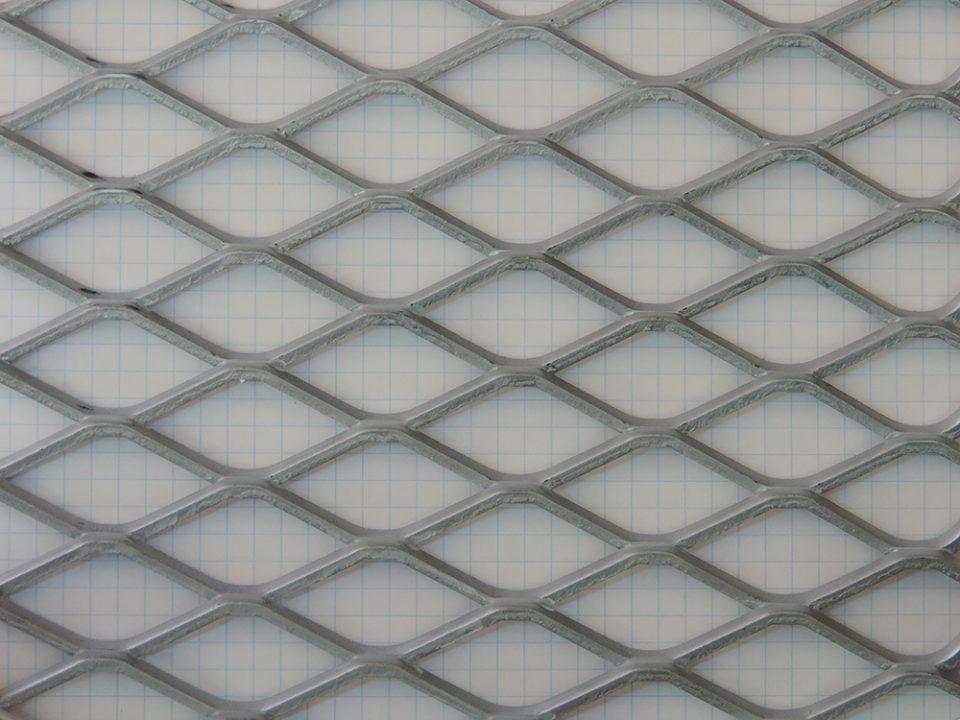 A Experte Metais é fabricante de telas losangulares em metal
