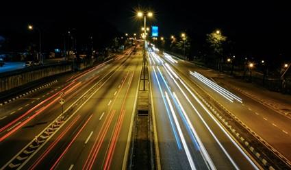 Telas antiofuscantes são dispositivos importantes instalados em rodovias